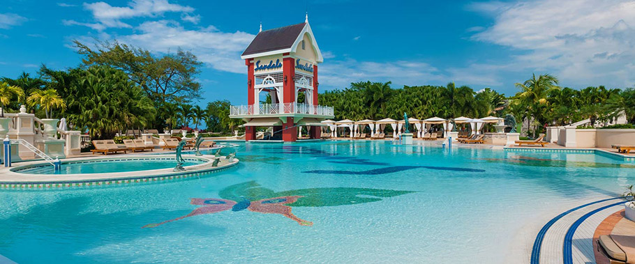 The Main Pool at Sandals Grande Riviera