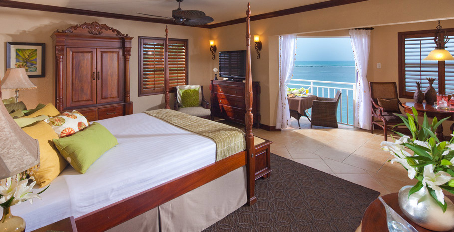 Kensington Cove Honeymoon Beachfront Club Level Room (HB)