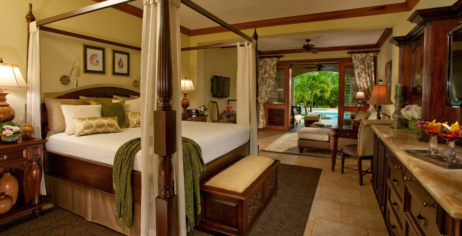 Swim up Crystal Lagoon Honeymoon One Bedroom Butler Suite (1B)