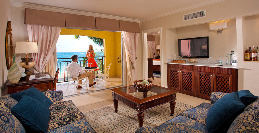 Honeymoon Beachfront One Bedroom Butler Suite (1B)