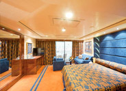 Yacht Club Deluxe Suite with Balcony & Club Experience